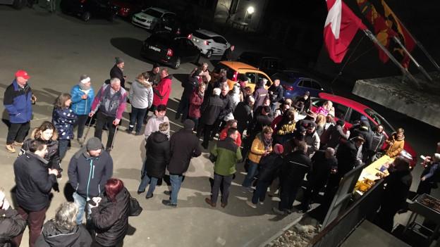 Ein spontanes Fest nach der Abstimmungsniederlage