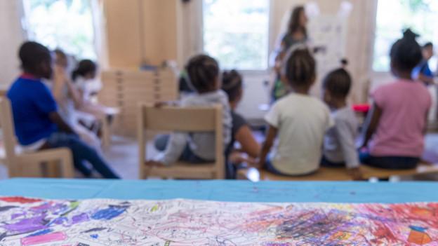 Unterricht in heimatlicher Sprache und Kultur soll von öffentlichen Geldern finanziert werden, fordert die IG Erstsprache.