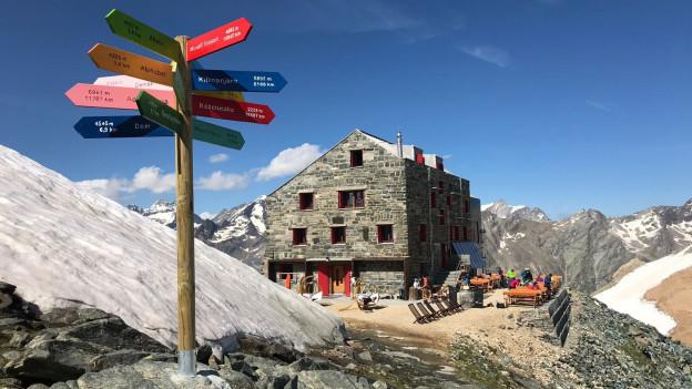 Die Britannia-Hütte ist eine der meistbesuchten SAC-Hütten der Alpen und ist Ausgangspunkt der Haute-Route.