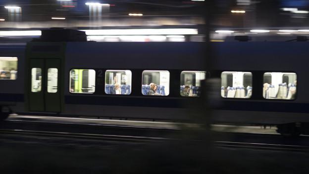 Zug im Lötschberg-Tunnel