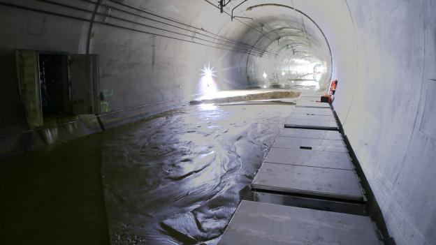 Lötschberg-Basistunnel voller Schlamm.