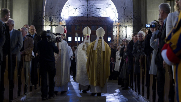 Morerod ist römisch-katholischer Bischof von Lausanne, Genf und Freiburg.