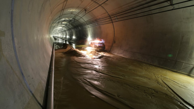 überschwemmter Lötschberg-Basistunnel