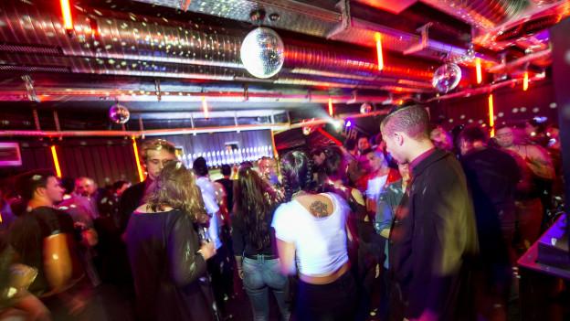 Partygänger im Club