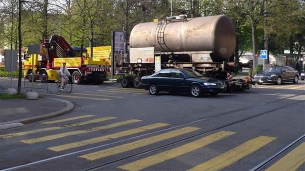 Fussgängerübergang in Basel: Auf den gelben Streifen lauert die Gefahr.