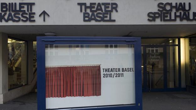 Eingang zur Kasse des Theater Basel: Der Rückgang der Besucher in der letzten Spielzeit ist markant.