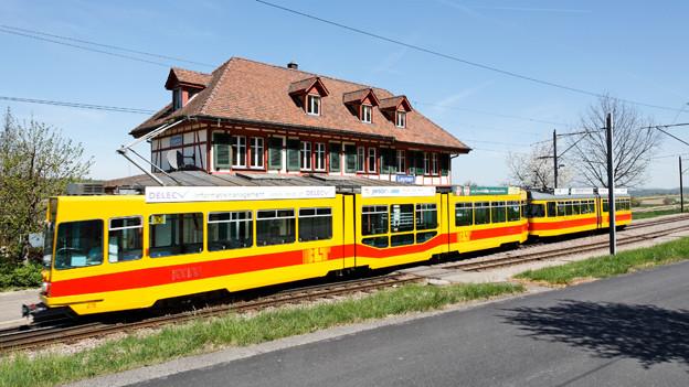 Tram bei Leymen - Das U-Abo kostet für die Fahrt ins Leimental auch in Zukunft gleich viel wie für Fahrten innerhalb der Stadt Basel