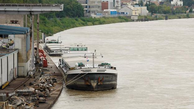 Schifffahrt blockiert - wie hier im Jahre 2008 wegen Hochwasser.