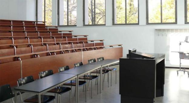 Hörsaal der Universität Basel: Bürgerliche Politiker wollen weniger an die Uni zahlen.