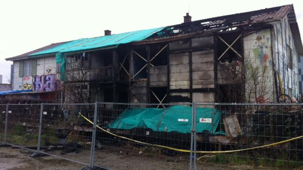Ein Brand zerstörte die besetzte Villa Rosenau.