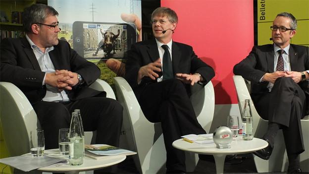 Eric Nussbaumer (SP), Gerhard Schafroth (Grünliberale), Thomas Weber (SVP) an einem Wahlpodium.