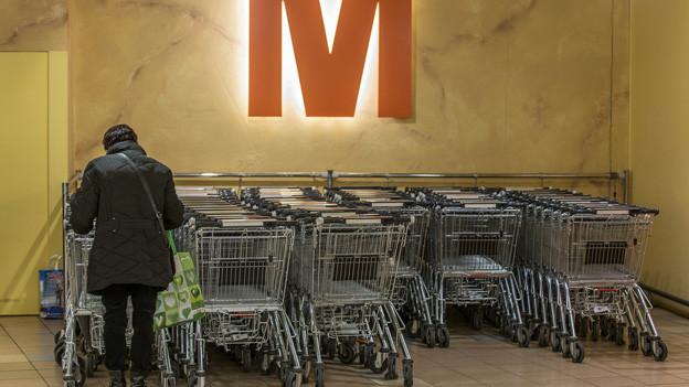 Weniger voll als auch schon: Migros Einkaufswagen.