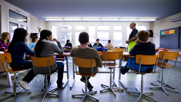 Löhne der Lehrer sollen nicht stärker steigen als die Teuerung - das fordert eine Initiative.
