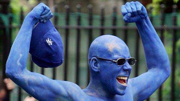 Die Chelsea-Fans bringen etwas Blau nach Basel.