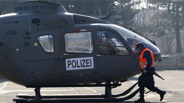 Zwei Helikopter im Einsatz bei der Suche nach vermissten Mädchen
