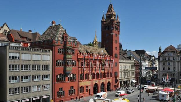 Finanzkommission zufrieden unter Basler Finanzhimmel.