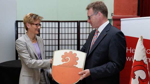 Regierungspräsidentin Sabine Pegoraro (l.) und SBB-Chef Andreas Meyer