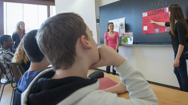 In den beiden Basel beginnt wieder der Schulalltag.