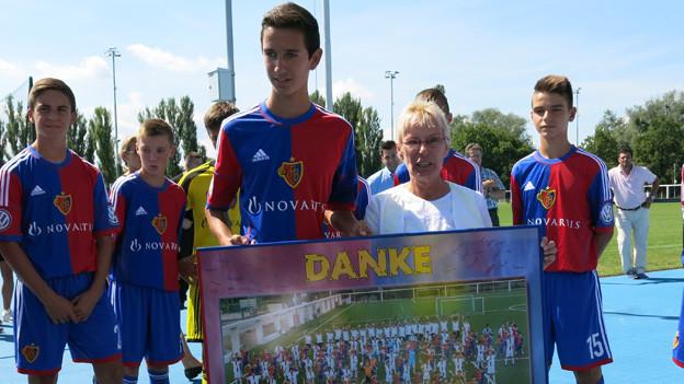 Ein Dankeschön der FCB-Junioren an Gigi Oeri