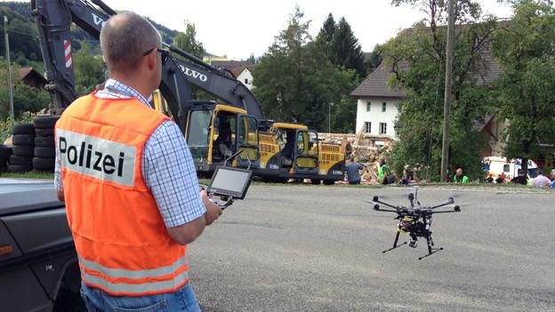 Die ferngesteuerte Drohne soll Bilder von unzugänglichen Stellen liefern.