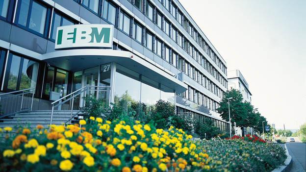 EBM reagiert mit Stellenabbau und neuer Strategie auf Strompreiszerfall.