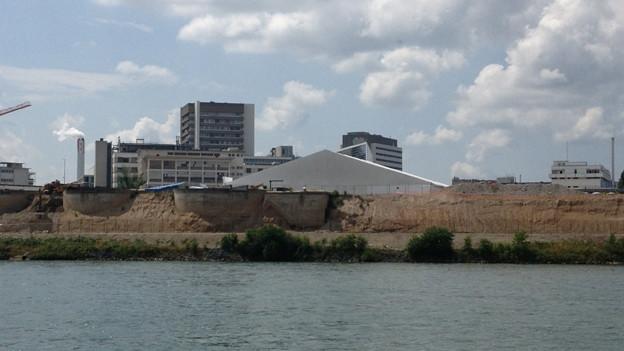 Zelte über der Giftgrube in Hüningen