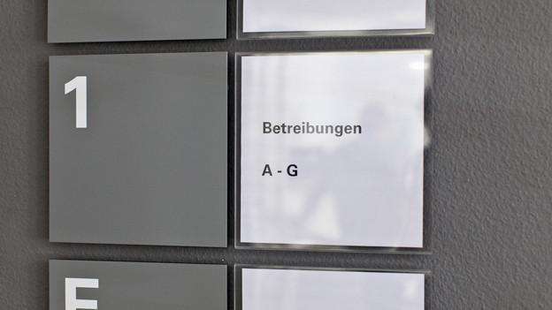Alleine wegen Steuerschulden erhielten in Basel-Stadt im Jahr 2012 rund 11'000 Personen Post vom Betreibungsamt.