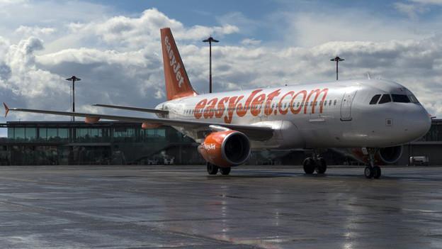 Maschine von Easy Jet auf dem Flughafen in Basel.