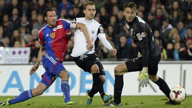 Marco Streller erlöst kurz vor Schluss den FCB und schiesst den Ausgleich.