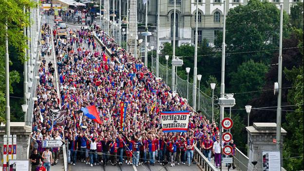 Fanmarsch der FCB Fans in Bern