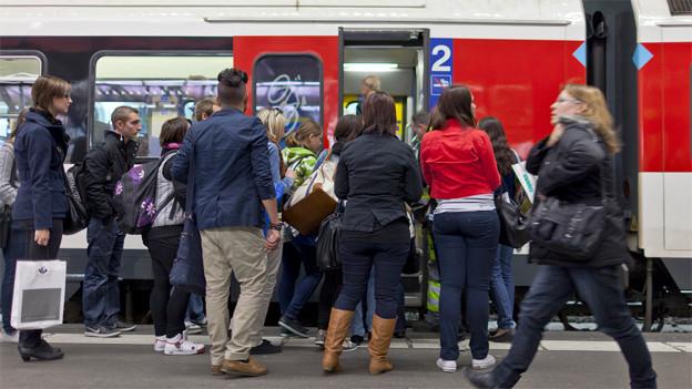 Mehr Platz für Pendler dank Stehzonen in der S-Bahn.