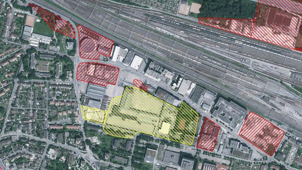 Luftbildaufnahme Gebiet Feldreben - Gelb markiert die ehemalige Deponie