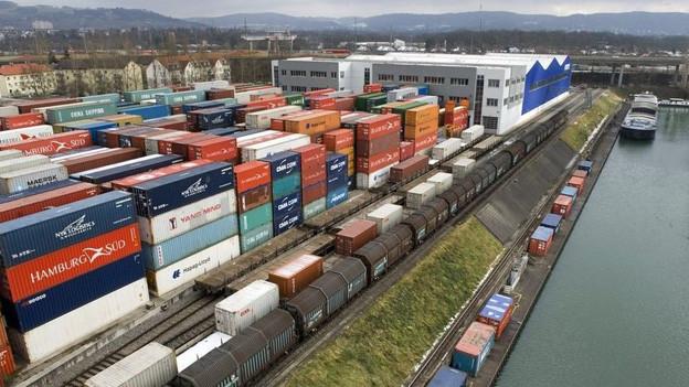 Der jetzige Container-Terminal im Basler Hafen Kleinhüningen.