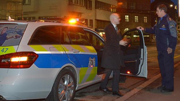 An seinem ersten Arbeitstag wurde Baschi Dürr mit dem Polizeiauto zum Spiegelhof gefahren.