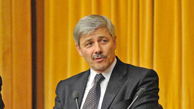 Zerknirscht aber gefasst wirkte Carlo Conti bei der Rücktrittsankündigung.