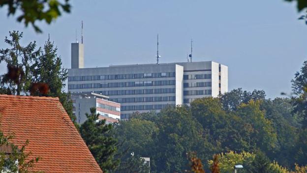 Kantonsspital Baselland, Standort Bruderholz, von Bottmingen aus gesehen.