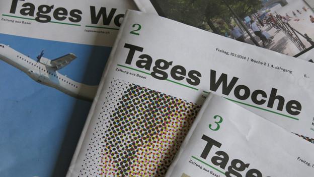Fächer mit Zeitungsexemplarenhe