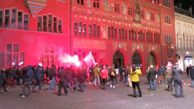 Demozug am Sonntagabend vor dem Basler Rathaus