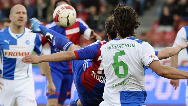 Valentin Stocker (verdeckt) erzielt für FCB das 1:1.