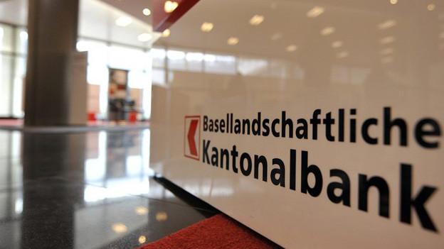Logo der BLKB in Bankgebäude