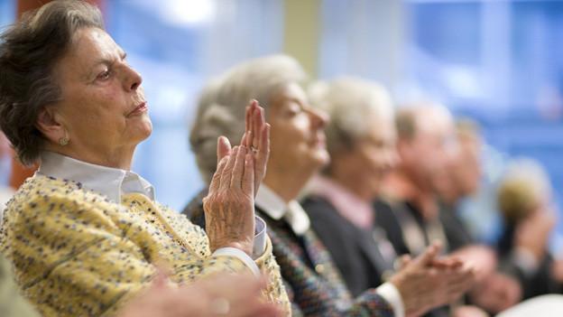 Wieviel sollen Seniorinnen im Altersheim selbst bezahlen?