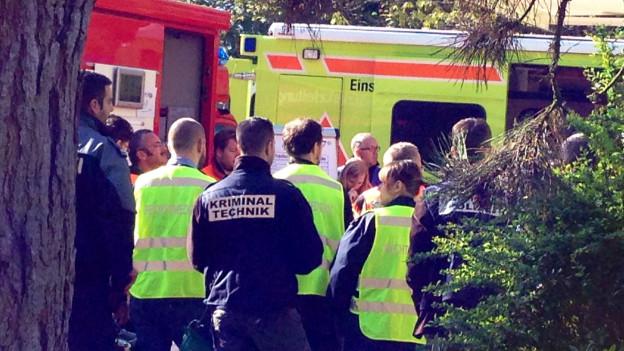 Rettungs- und Sicherheitskräfte vor Ort