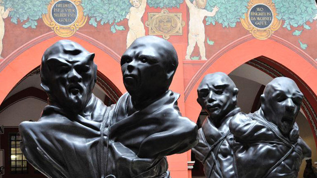 Die Schütte-Figuren im Rathaus-Hof