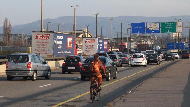 Verkehr auf der Schwarzwaldbrücke