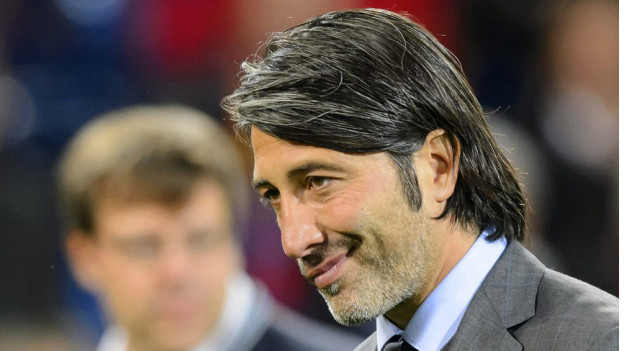 Zerknirschter Murat Yakin: Er muss den FCB verlassen.