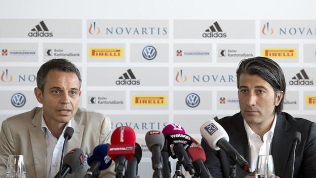 Bernhard Heusler und Murat Yakin an der Medienkonferenz.