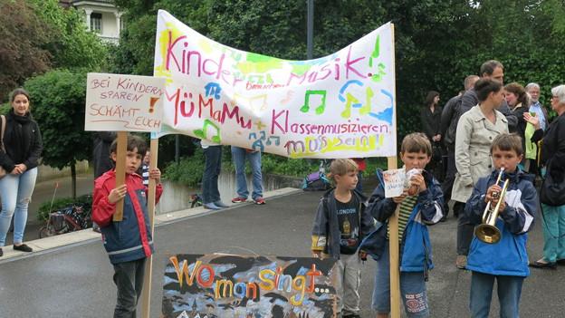 Binninger Kinder demonstrieren für ihre Musikschule