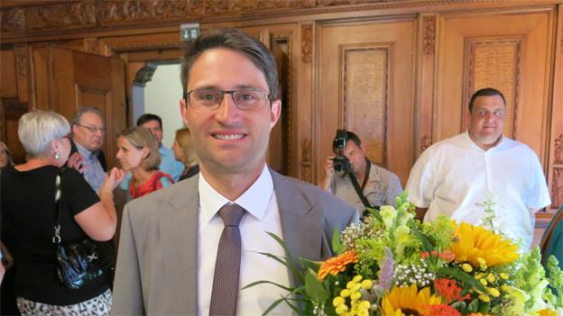Mann mit Blumenstrauss: Lukas Engelberger (CVP)