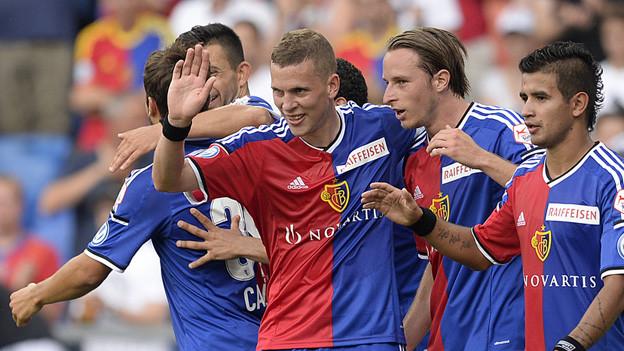 FCB-Spieler freuen sich über 3:0 gegen Luzern.