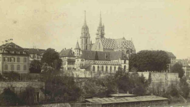 Historische Aufnahme der Pfalz mit Rheinbad